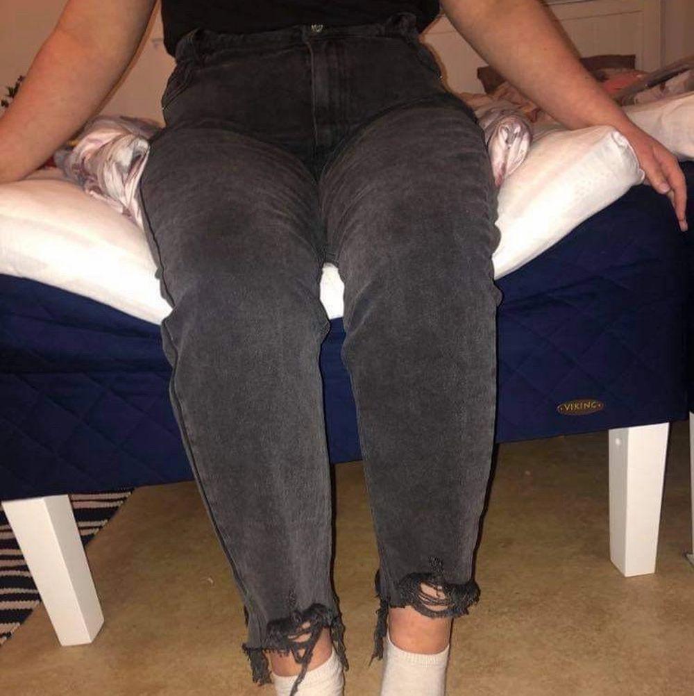 Helt nya jeans med tags kvar från Missguided. FRI FRAKT. Jeans & Byxor.