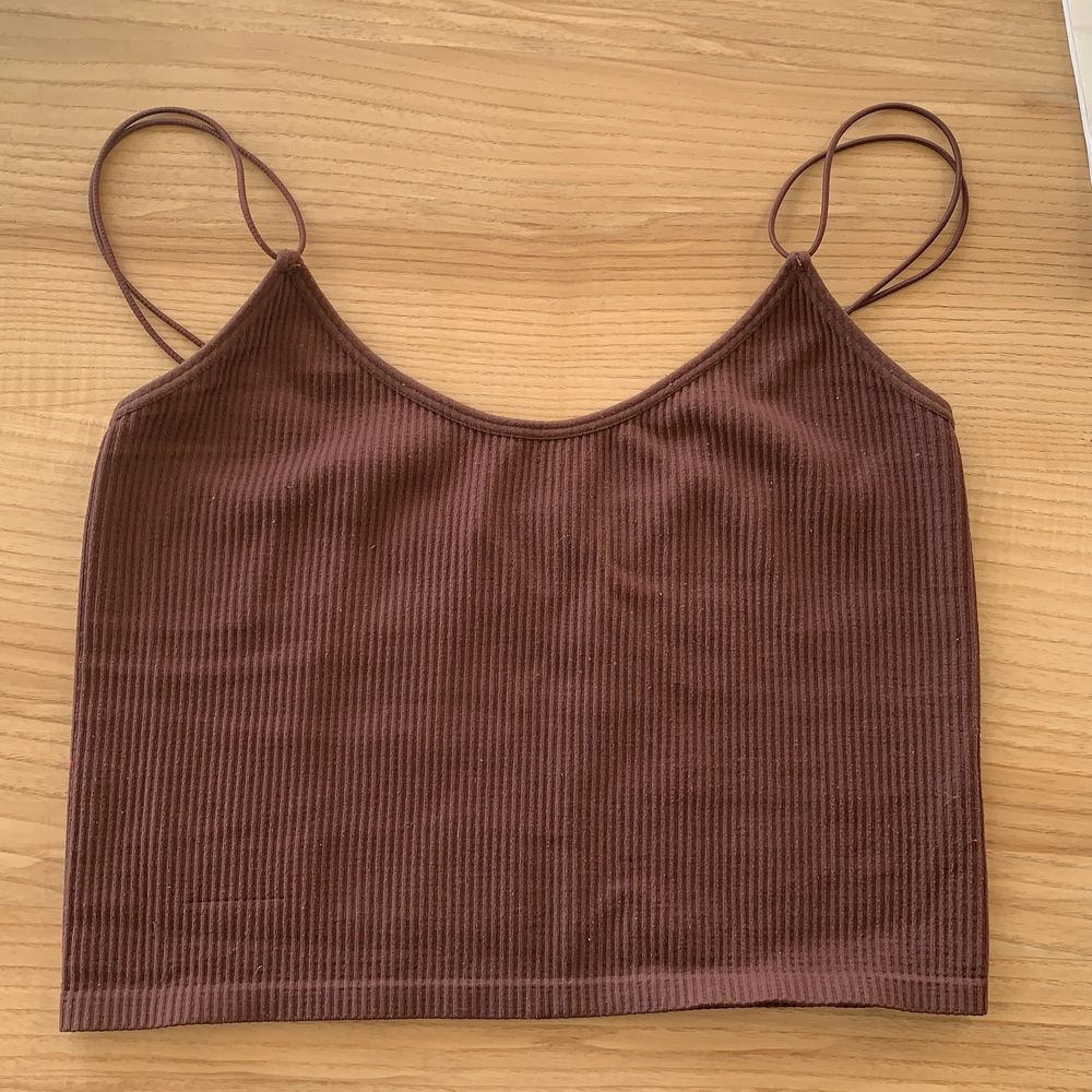 Säljer detta superfina och populära linnet från zara. Det är brunt med lite ribbat material! Frakt ingår ej ❤️ . Toppar.