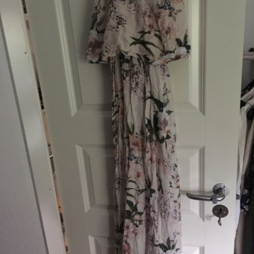 Underbar somnar klänning från hm . Klänningar.