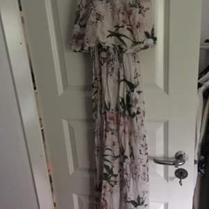 Underbar somnar klänning från hm