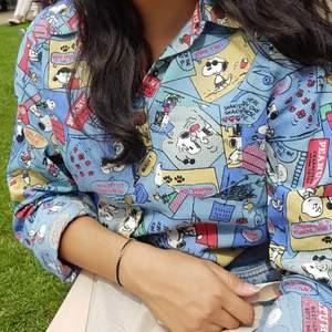 En super snygg och färgglad skjorta på snoopy som jag skaffade i Camden Market, London! Rekommendera för er som älskar färger tills sommarn!☀️💖
