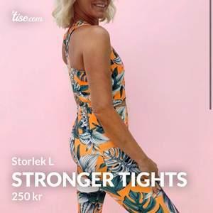 Hej! Säljer dessa tights åt en kompis! Stronger tights i storlek L som är i väldigt fint skick! Nypriset var på 699 och mitt pris är 250!🧡