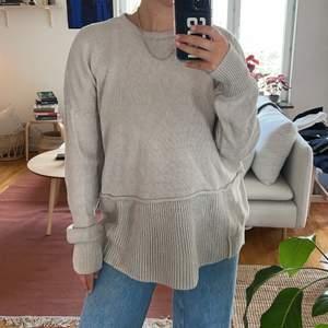 Stickad tröja från Acne i 100% linne. Storlek M.