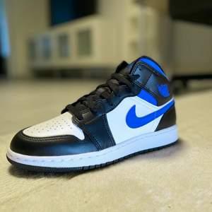 Helt Nya Jordan racer blue gs Strl. 37.5EU                  Unika och helt slutsålda överallt!!!                                Köp-nu-pris: 1799kr.                                                                     Spårbar frakt 99kr, Försäkrad spårbar frakt 184kr.                             Kvitto/äkthetsbevis skickas på förfrågan!                     Bara att skriva vid frågor eller för fler bilder!!💞