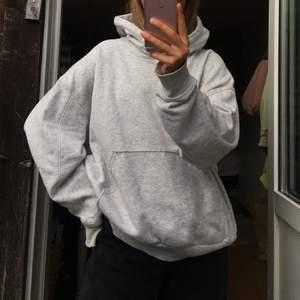 Grå hoodie från weekday, storlek M (väldigt stor och boxig modell) 💓
