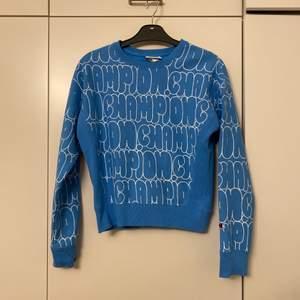 Champion sweatshirt i storlek xs. Passar även folk som har s. Skriv ett rimligt pris privat.