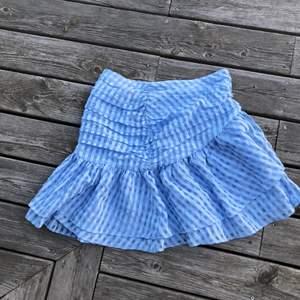 Populär kjol från hm använd kanske 2 gånger i storlek 38