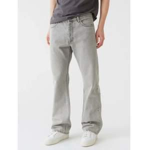 Vida grå jeans från hope i storlek 30. Använd några gånger. De har två mindre slitningar på bakfickan; annars i superfint skick! Kan gå ner något i pris vid snabb affär :)