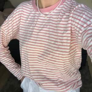 Säljer den här tröjan från BikBok som jag inte får användning för! Storlek S💕