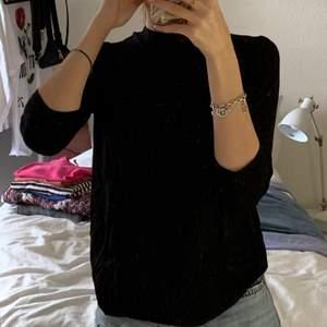Fin svart tröja med 3/4 armar, från Cubus strl xs. Titta gärna in mina andra annonser då jag kan samfrakta ❤️