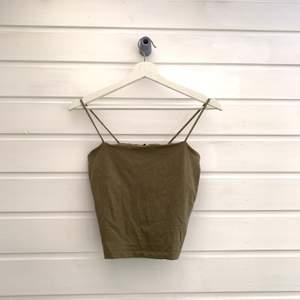 Grönt linne från Ginatricot storlek m ⚡️ frakt 24kr, kan samfrakta då 66kr