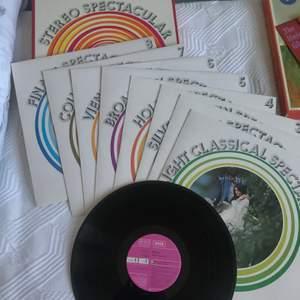 8st rosa vinyler! Allt är matchande och säljer de helst tillsammans, skriv ifall ni vill ha mer bilder😚😚😚 Frakt tillkommer
