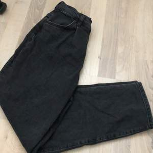 Hej, säljer ett par fina jeans, från Gina. Strl 36. Använda en gång, men var lite förstöra i midjan för mig. Går att mötas upp i Stockholm/Kungsängen. Annars står köparen för frakten
