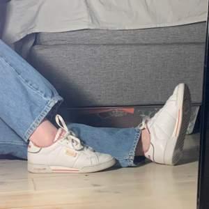 Fina skor ifrån reebok, lite slitna men annars fräscha. 💖💖💖