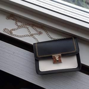 En gullig liten handväska med