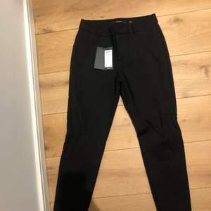 Kostymbyxor från Nelly.com strl S, super stretchiga! 150kr endast testad