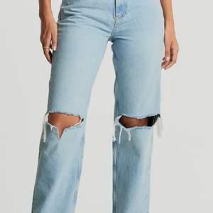 Säljer dessa snygga jeans i storlek 36, använt fåtal gånger. Buda från 300💜