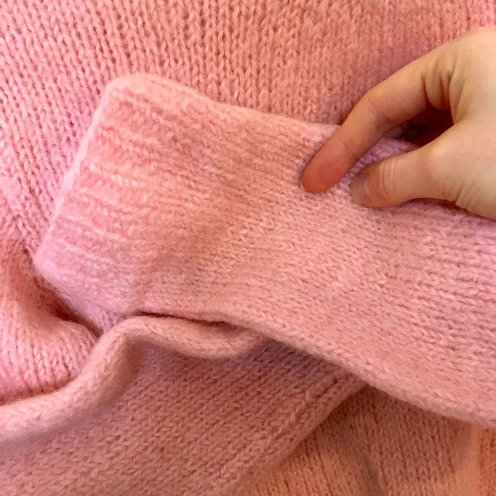 Varm och fin bubbelgumsrosa tröja! Storlek XS, 34. 100% Ull. Stickad för hand!. Tröjor & Koftor.