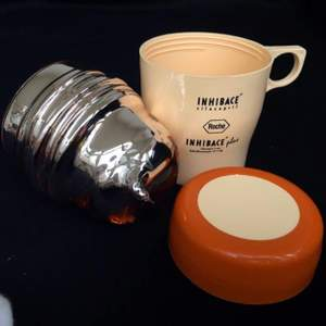 Thanks to the heat insulation section inside, you can enjoy both hot and cold drinks without heat loss.  The product is not one of those coarse and bulky thermos mugs that seem to hold a log in your hand. On the contrary, it is an elegant and useful product in the size of a cute coffee mug (11 cm height).  The product is made in Italy at Cusano Milanino. It has the ROCHE logo on it. It is in very clean condition. There is no defect etc. on its cover, surface, inner thermos section.  Height: 11 cm Diameter: 7 cm Weight: 250 gr.   https://youtu.be/Ac1DmopAO7g