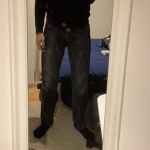 Säljer mina gamla gråa Levis jeans då jag aldrig använt dom, priset kan diskuteras