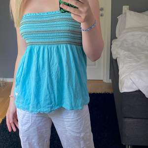 Supergulliga blå tubtopp som även går att använda som kjol! Fint skick, frakt tillkommer🤍🤍