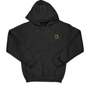 säljer min louis tomlinson hoodie då den inte kommer till användning så mycket, använd fåtal gånger och i jätte fint skick. Köptes för 800kr inkl frakt och tull, därav priset. vid snabbt köp kan jag tänka mig gå ner lite!