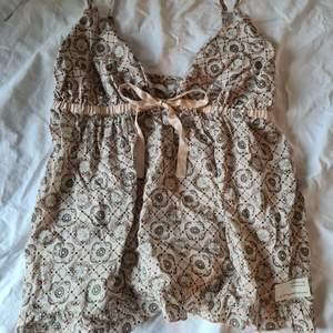 Supertrendigt odd molly linne som jag nu säljer pga fel storlek. Den är helt oanvänd! Säljer för endast 200 kr, vid stort intresse blir d budning💞 HÖGSTA BUD: 220 KR