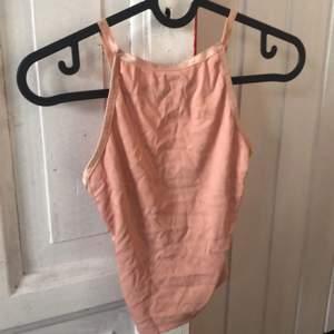 supergulligt rosa linne från bikbok, lite skrynkligt men kan stryka innan jag skickar om det önskas😋