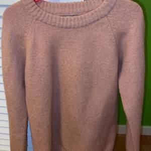 Stickad tröja från lager 157. SMUTSROSA! Kontakta vid intresse (pris kan diskuteras)❣️