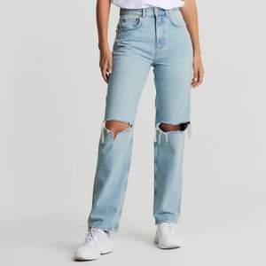 Hej! Säljer de superpopulära jeansen från Gina. De är i jättebra skick men har tröttnat lite på de. Frakt tillkommer❣️