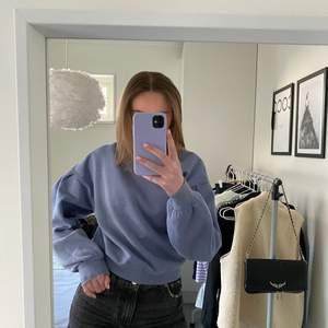Fin blå sweatshirt från hm💙💙 använd ca 2 gånger och säljer för 100+frakt💙 hör av er vid frågor eller köp💙