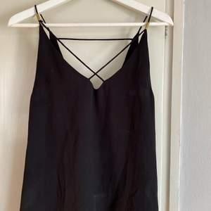 Svart linne från 77thFLEA, storlek 34. Använd fåtal gånger. Köpare står för frakten.