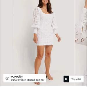 Säljer denna jättefina klänning för endast 300kr (pris ink.frakt!)🤩 i stolek 40. Slutsåld på NAKD, och även originalpris 500kr. Perfekt som studentklänning! Aldrig heller använts då den var tänkt till student men annan hittades senare.