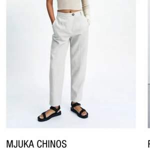 Helt nya byxor från Zara som jag fick hem idag. De va tyvärr för stora för mig därför säljer jag dem. De är tunna chinos som känns som linnebyxor, väldigt sköna!<3 köpta för 299kr