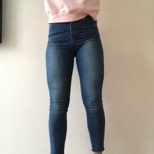 Ett par jeans som är använda ett fåtal gånger. Säljer för att de är för stora för mig.