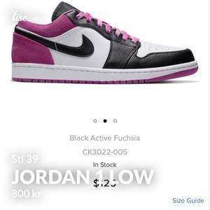 Säljer Jordan 1 low rosa! Stl 39 som nästan aldrig är använda. Pris kan diskuteras och eventuellt sänkas vid intresse!