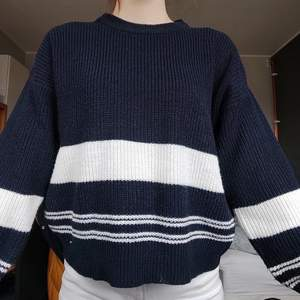 Beautiful blue jumper with white stripes. It fits so good and is really comfy. I bought it for 250 kr last year and it is practically new. A very good fit for spring!