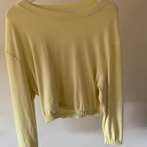 En jätte fin gul tröja:)