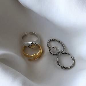 Alla ringar finns förutom den guldiga med blixt. Kostar 99kr/st! Följ min Instagram för mer smycken @alvas.z🤎 För att tillägga är de av materialet 925 sterling silver och rostar därav inte!