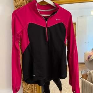 Rosa och svart långärmad träningströja från nike, storlek xs-s
