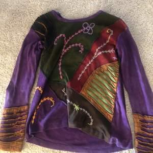 en hippie tröja från sol&måne! denhär tröjan är i jätte bra skick och använt bara några ggr.