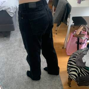 Fina jeans midwaist i storlek 32,32 men passar toppen på mej som ofta har 38 i jeans och är 168. tyvärr endast använda en gång säljer drf! Skriv privat för mer💗💗 köpare betalar frakt!!