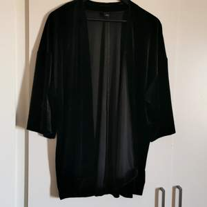 An all black velvet kimono with wider arms and 3/4. Never worn. Very festive and suits well with just about anything 😉 size is M but can be worn by L