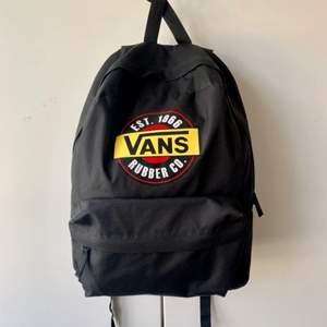 Vans ryggsäck svart. Aldrig använd. Nypris: 450 kr. Säljes för: 200 kr