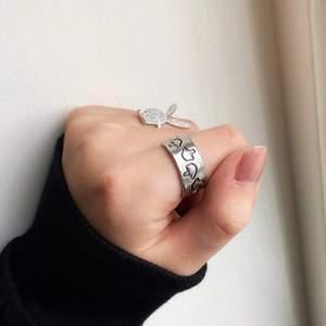 Asball ring i justerbar storlek! Playboy ringen finns i en enskild annons 🤩