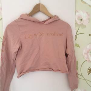 Rosa croppad hoodie I storlek xs (12 år) fri frakt!💓