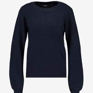 Nypris 399, använd max 2 ggr. Marinblå, storlek S. Säljer då jag inte gillar modellen på tröjan. Mjukt materiel som inte sticks. Inte alls nopprig