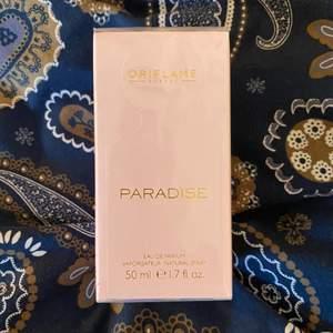 Parfym som jag fick i present!! Tyvärr använder jag inte parfym för att jag är superkänslig för vissa dofter 😭 så klart oöppnad och helt oanvänd!! Priset är inkl frakt 🥰