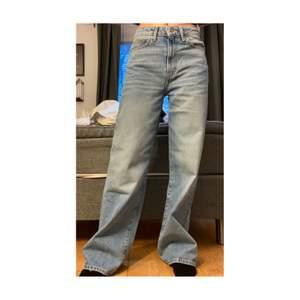 Supersnygga raka Jeans! 🦋 Storlek S. Är 170cm och dom släpar i backen med några centimeter.