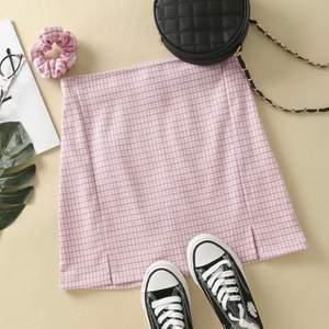 Säljer nu min jättesöta rosa kjol från shein pga för liten för mig🥺 Storlek S och använd fåtal gånger 💕 130kr+frakt
